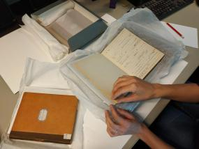Préparation de la numérisation des archives René Maran